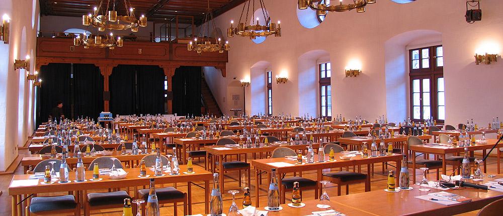 Königliche Konferenz im Schloss